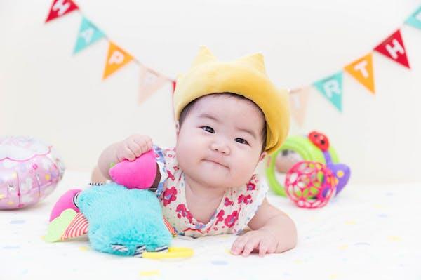 ハーフバースデーの主役である赤ちゃんの写真です