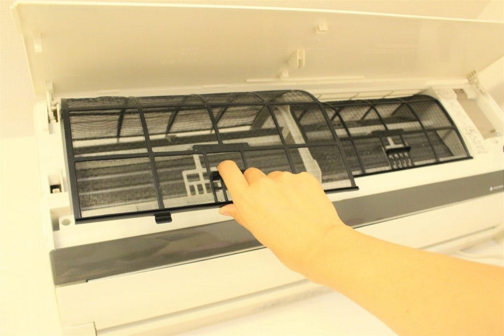 エアコンの寿命を延ばすためには、こまめな掃除が重要