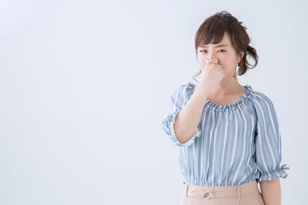内部クリーンで発生する臭いや暑さの原因と対策