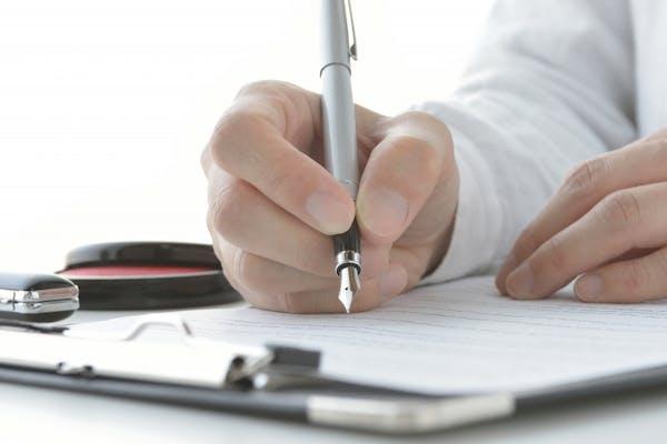 暦年贈与では贈与契約書の作成が必須