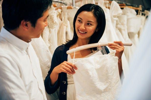 フォトウエディングの衣装はレンタルかオンライン購入がおすすめ