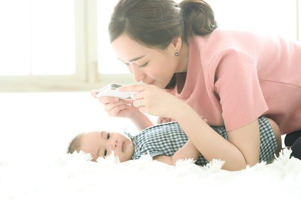 赤ちゃんの成長写真をスマホで撮影するコツ