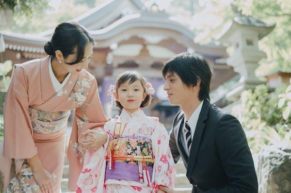 七五三の女の子の写真撮影は、神社での出張撮影も人気です