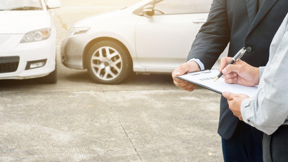 車の傷を安く修理する方法は?