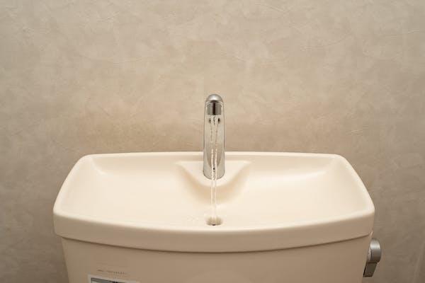 トイレタンク上部の手洗い場