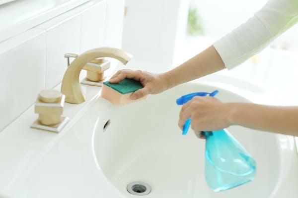 キッチン泡ハイターを使った洗面台の汚れの落とし方