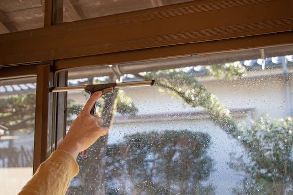 ガラスの水垢を除去する方法