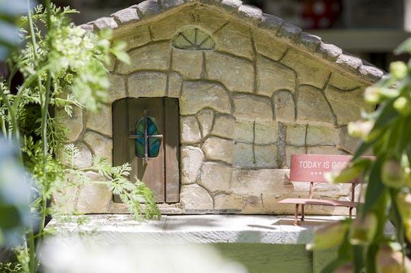 まるで石を積んだ雰囲気の壁もモルタル塗装で演出できます