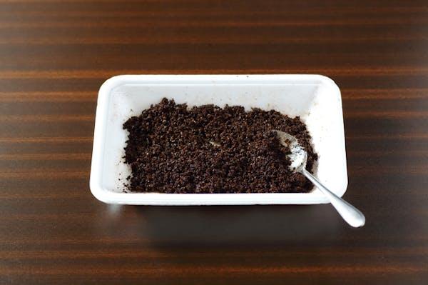 コーヒーかすで除草する際の注意点