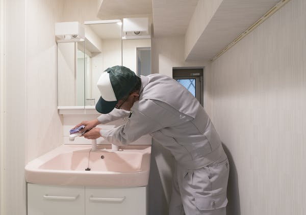 洗面台コーティングを業者に頼む