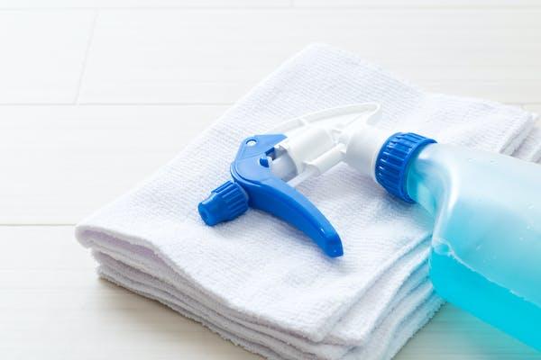 スプレー洗剤と雑巾