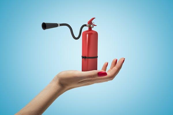 古い消火器、どう処分する?処分方法や費用をご紹介! - ミツモア