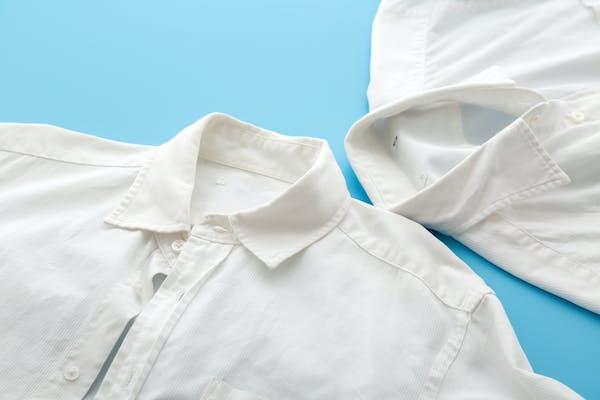 襟元が汚れたシャツ