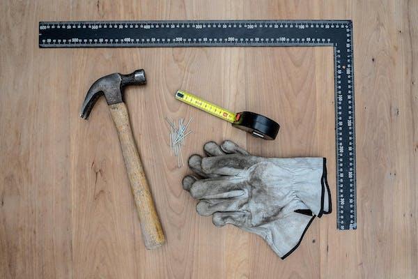 ピンを打つ道具