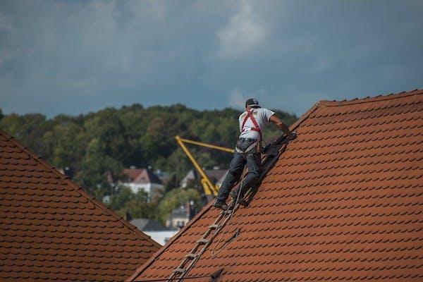 屋根葺き替えのプロ