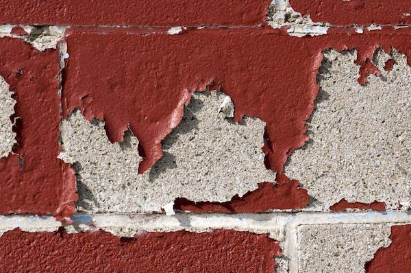 劣化する外壁