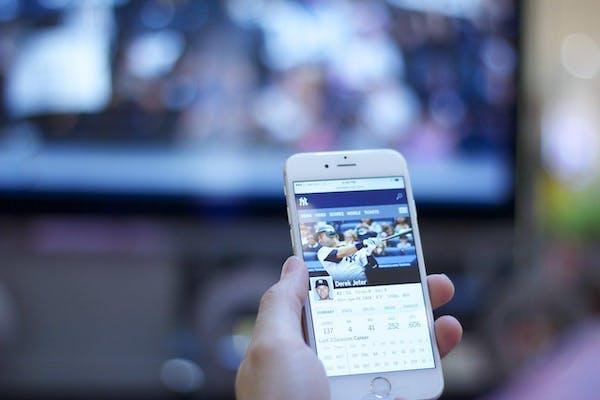 携帯でテレビを見る