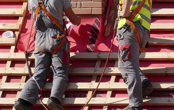 屋根の葺き替えのプロ