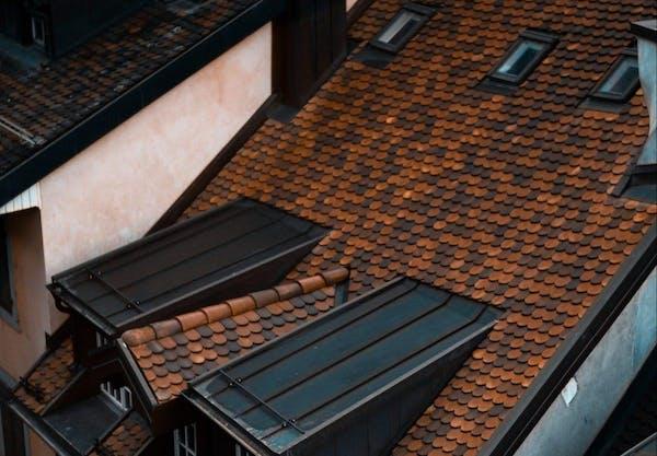 屋根の劣化状況を確認する
