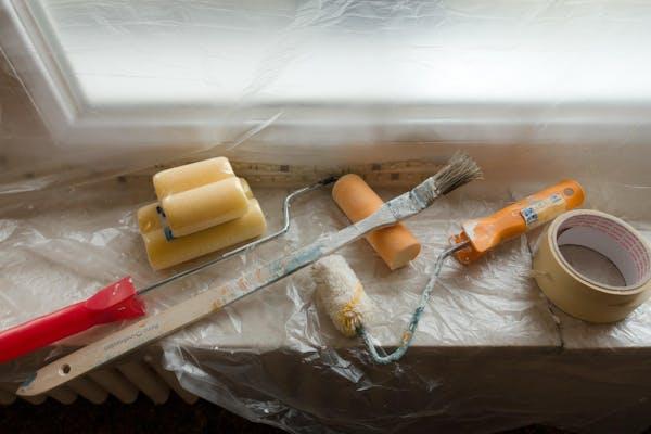 外壁を塗る道具