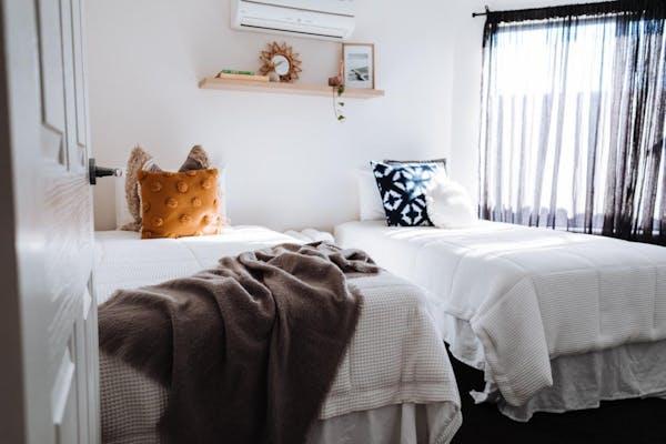 エアコンのある寝室