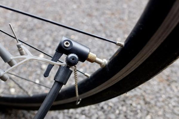 自転車の空気入れ
