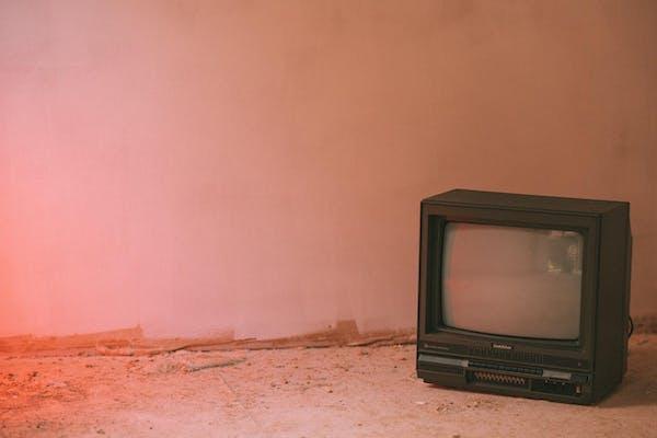 廃墟とテレビ