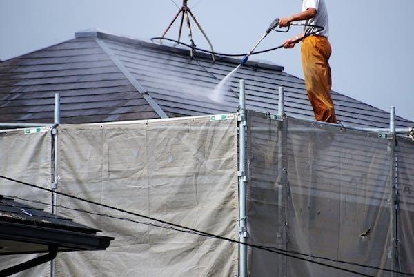 屋根洗浄をする業者