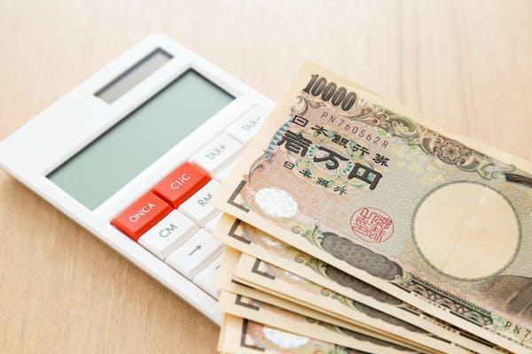 1万円札と電卓