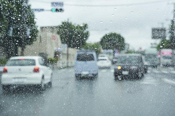 雨の日のドライブ 視界不良