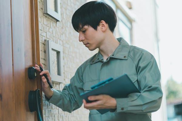 玄関ドアの鍵交換